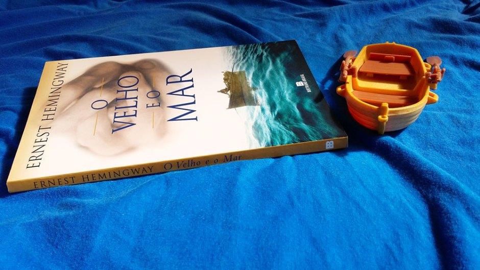 Capa para a resenha de O velho e o mar, de Ernest Hemingway.