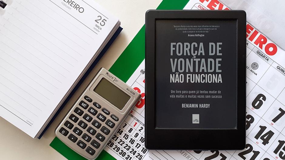 Capa do livro Força de vontade não funciona, de Benjamin Hardy.
