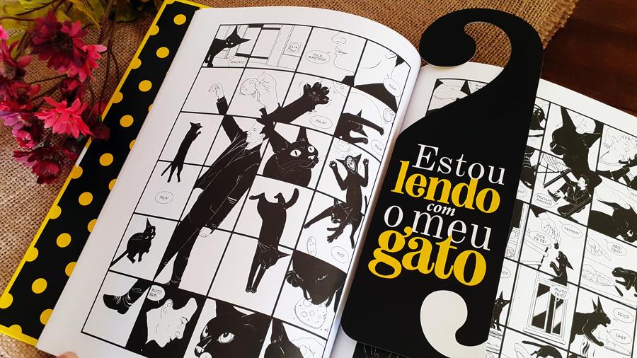 Detalhe do livro Vida de Gato, com o marcador exclusivo da DarkSide Books.
