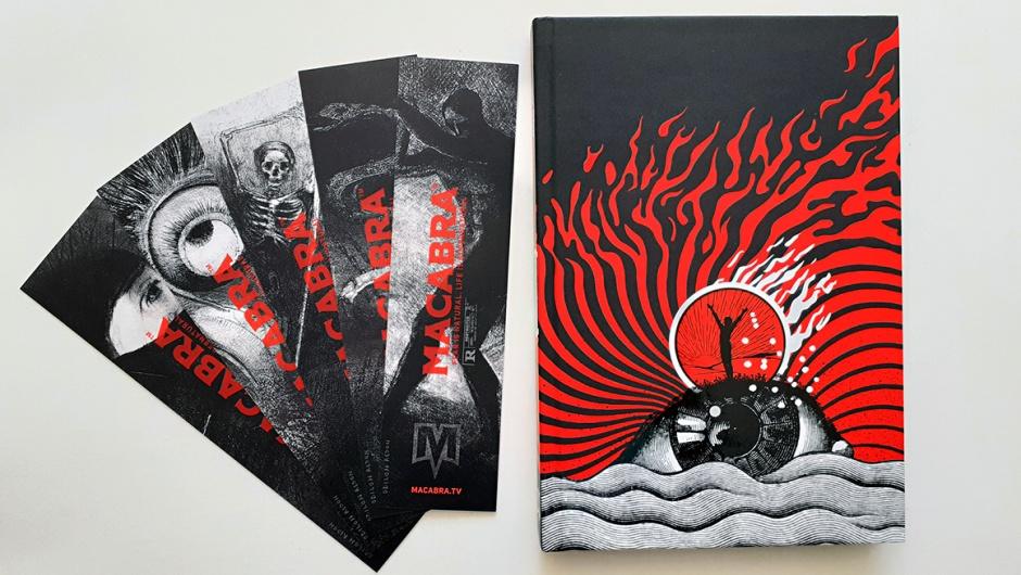Capa do livro Antologia-Macabra e o kit de marcadores especiais da DarkSide Books.